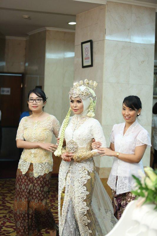 Pakaian Pernikahan Adat Sunda Hijab Makeup Nuovogennarino